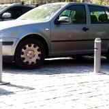 pilonas-manuale-en-estacionamiento-de-atika