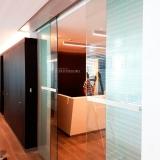 puerta-automatica-en-oficinas-inversiones-portoseguro-lau