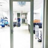 Puerta-con-apertura-por-sistema-control-de-acceso