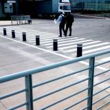 8-bolardos-automaticos-en-bloqueando-paso-vehicular