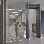 Arco detecto de metal y torniquetes de acceso